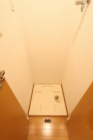 参考写真:洗濯機置場(3階・類似タイプ)