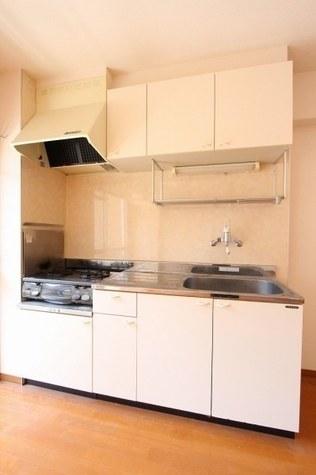 参考写真:キッチン(5階・反転タイプ)