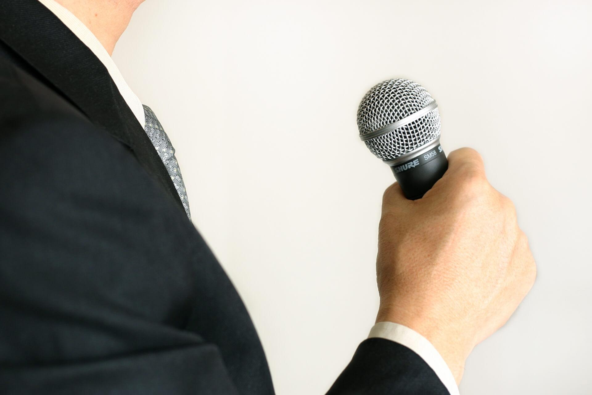 カラオケで歌うと普段より歌が下手になる?その原因を追及!