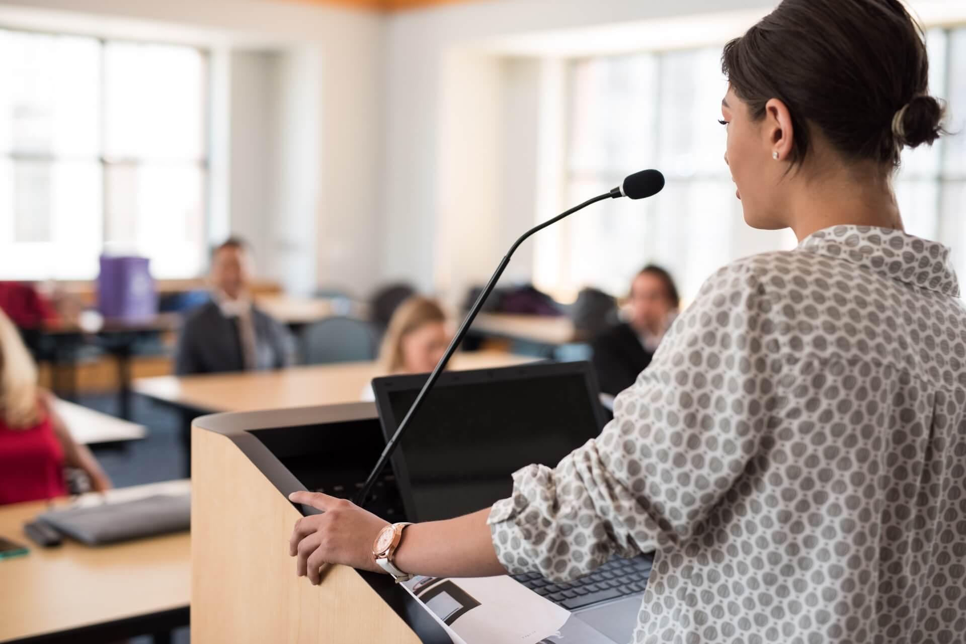 セミナーとは?講演会や研修との違いを解説