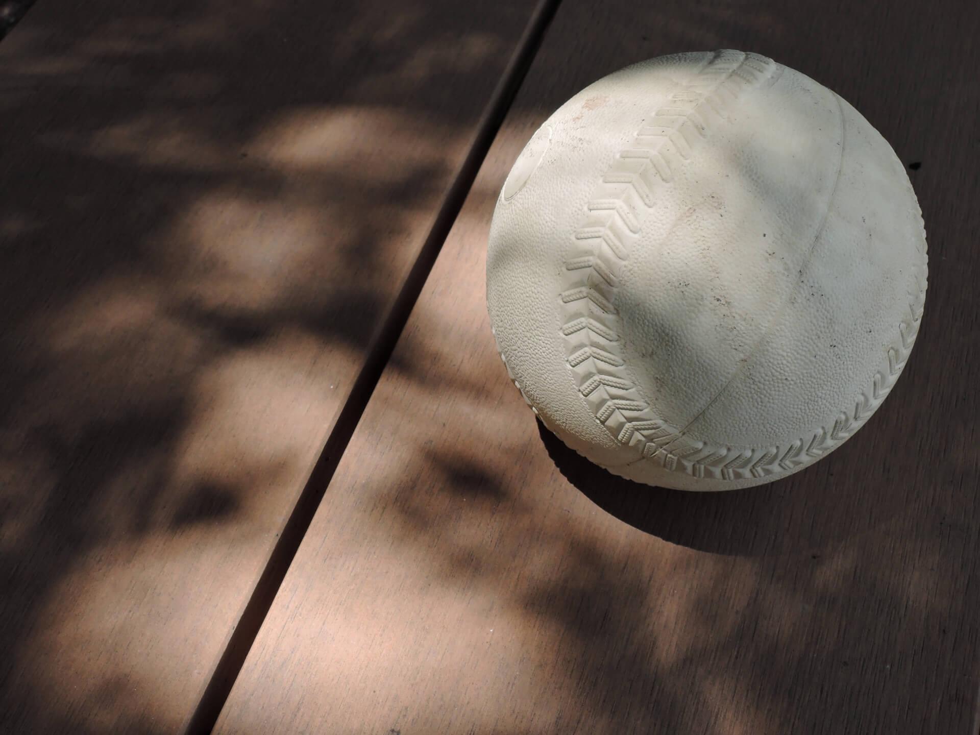 ソフトボールで変化球を投げるためのテクニックとは