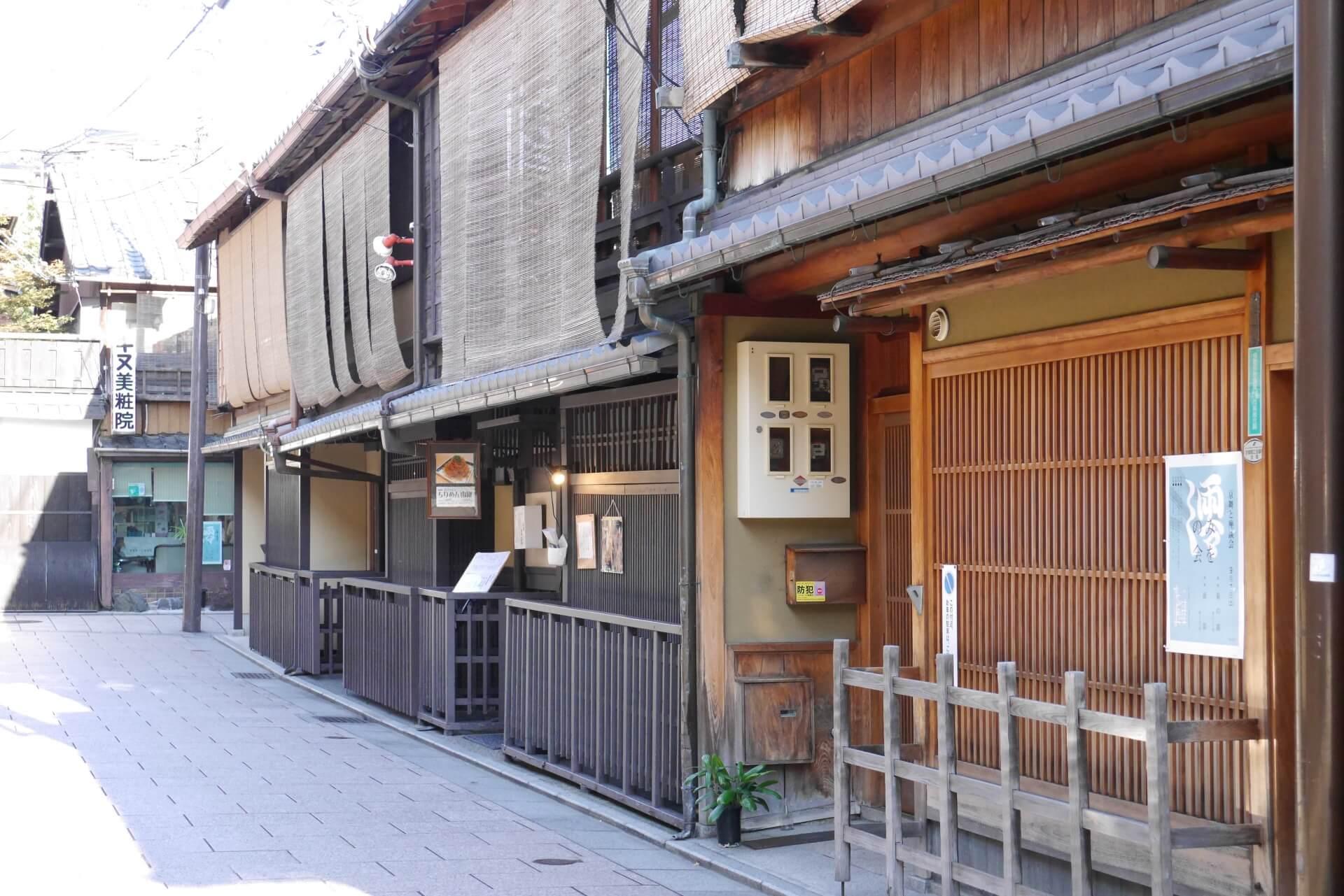京都・花見小路通りには2つの顔がある?