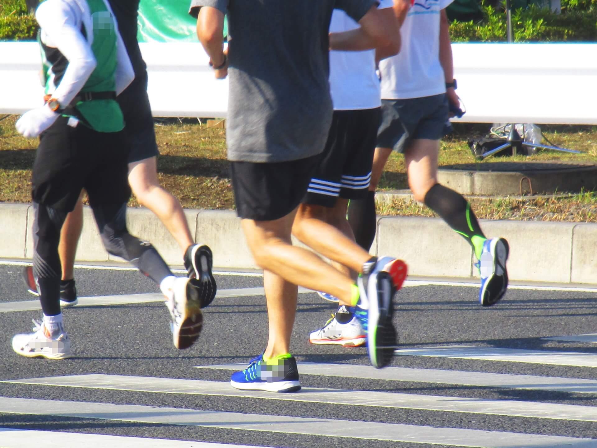 マラソンのシューズはどう選ぶのが正解?