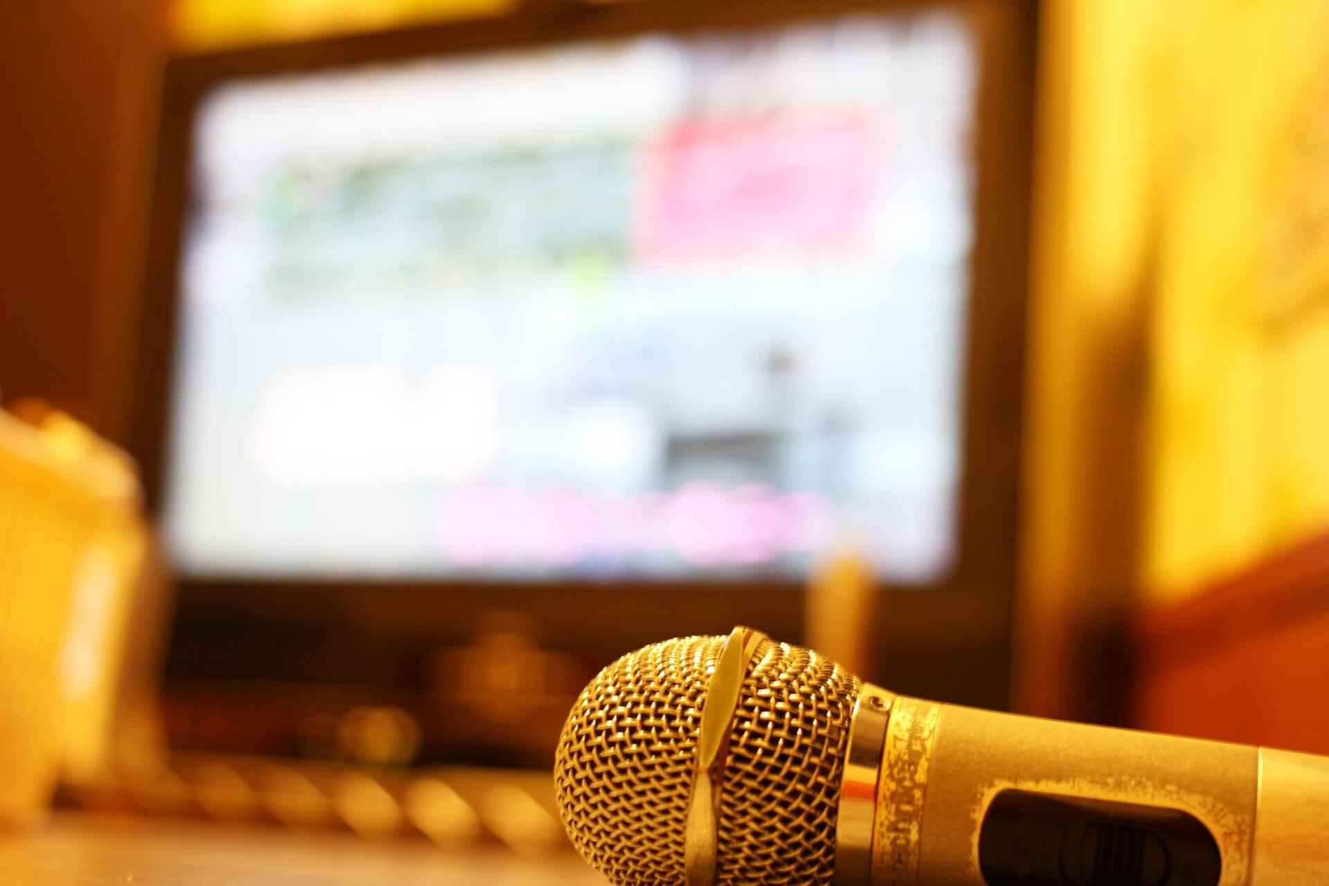 カラオケで女性が歌うバラード人気曲を集めました。