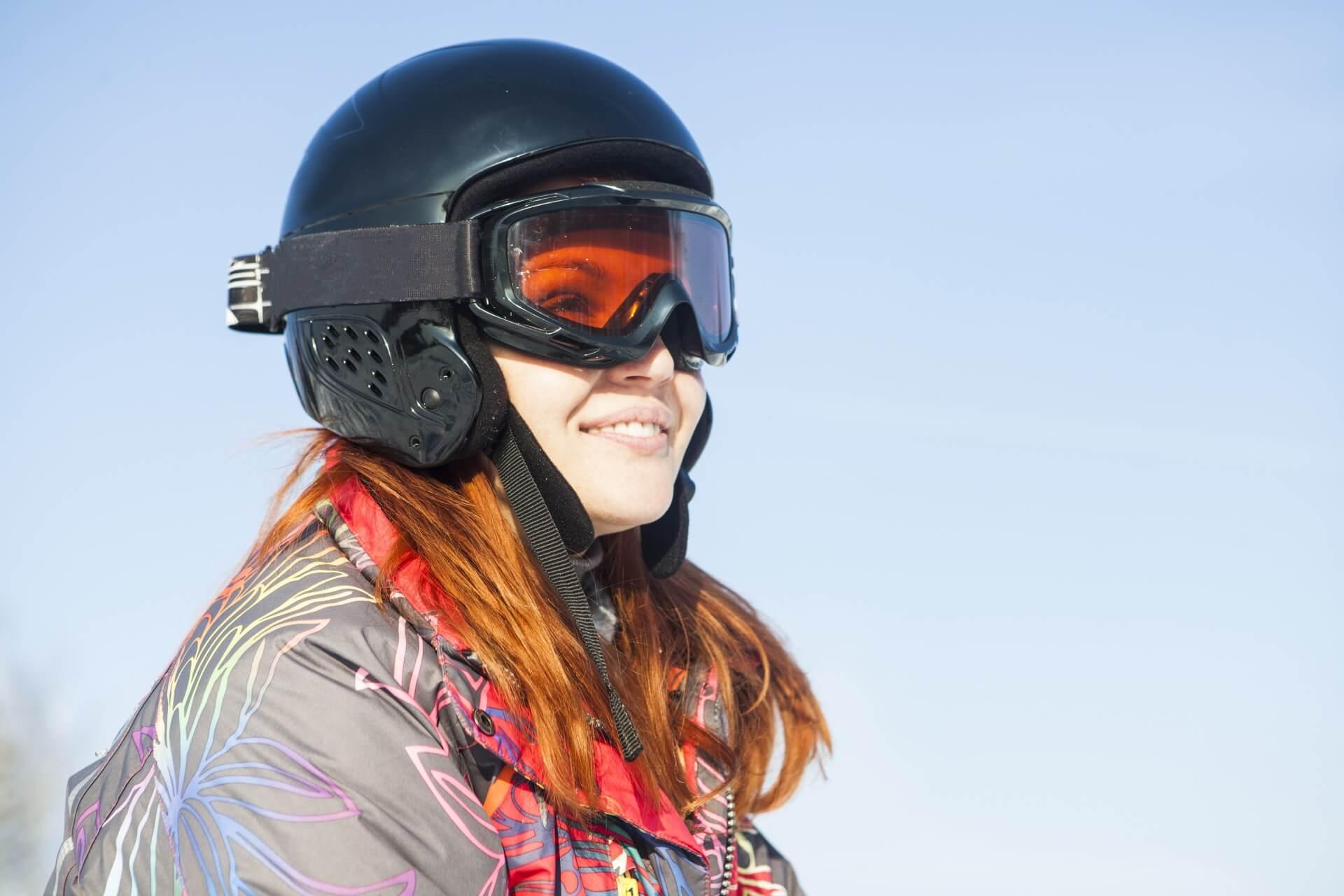 ヘルメットでスキーを安全に楽しもう。