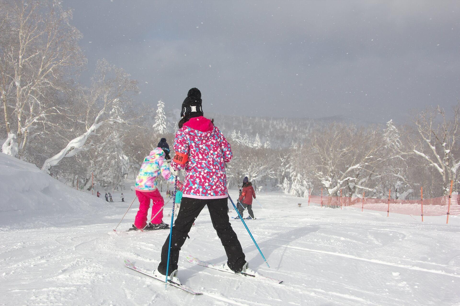 初心者必見!スキーの基本的な滑り方について