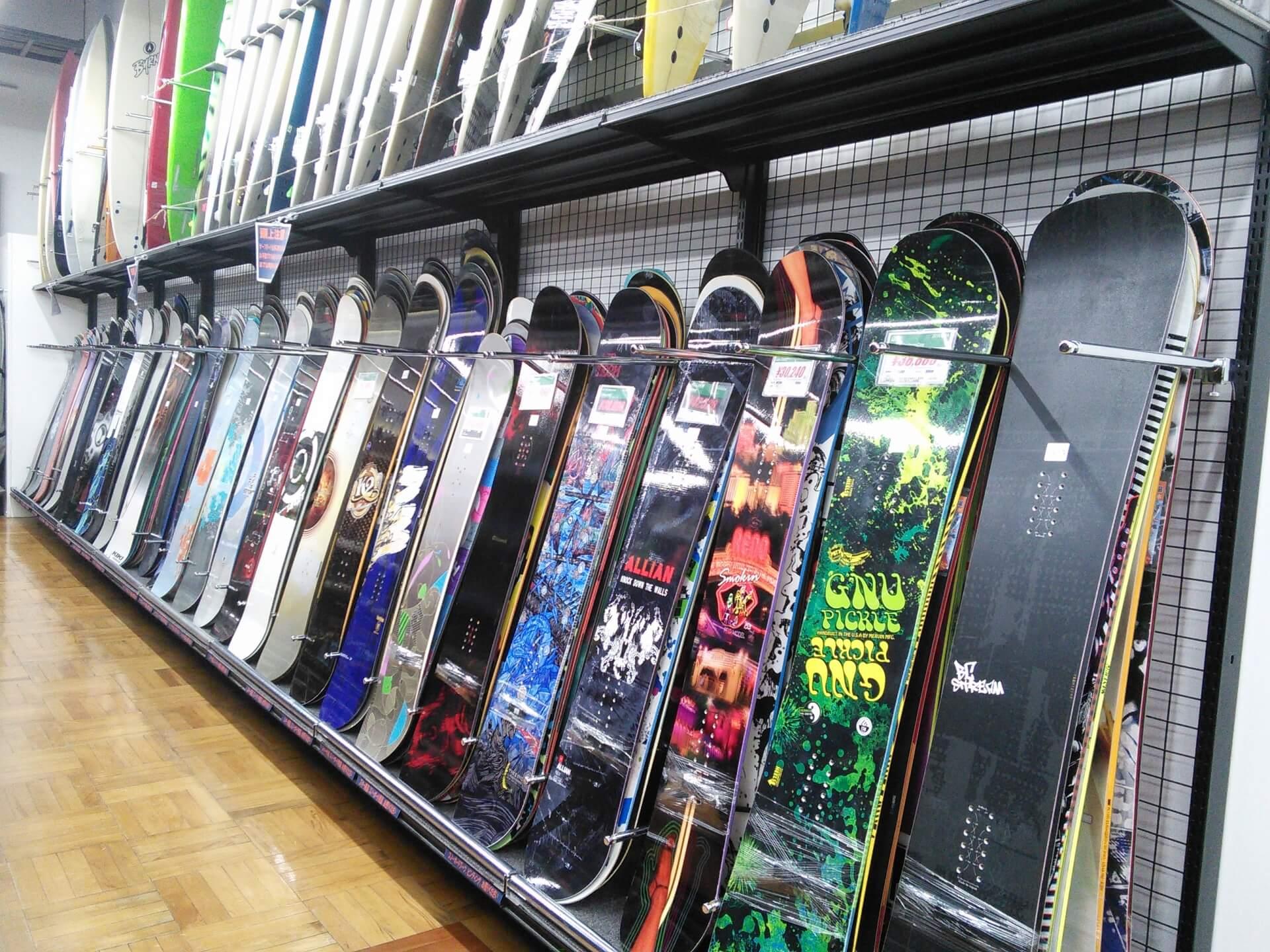 初心者でもわかりやすいスノーボードの板の特徴