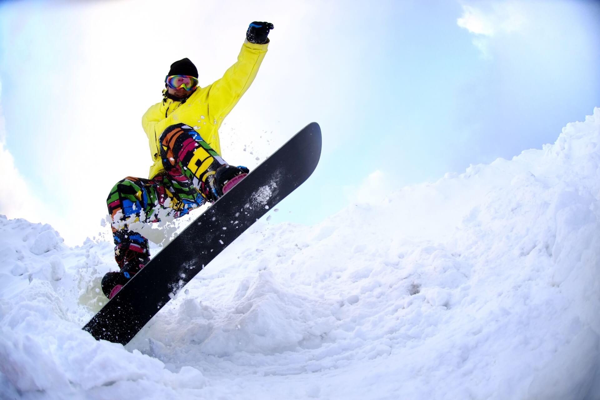 スノーボードの滑りのカギ!ワックスの重要性とかけ方の基本
