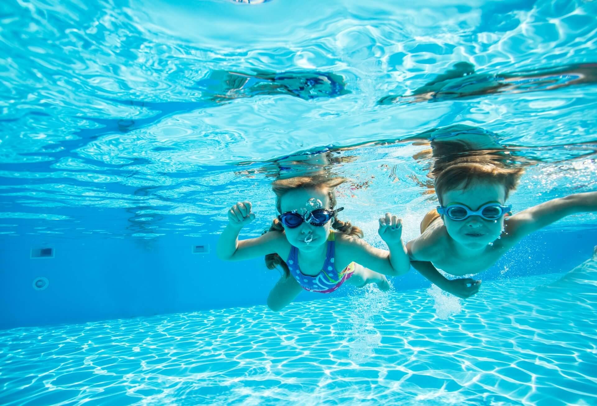 プールで感染!?夏に子供たちを苦しめる症状の予防と対策