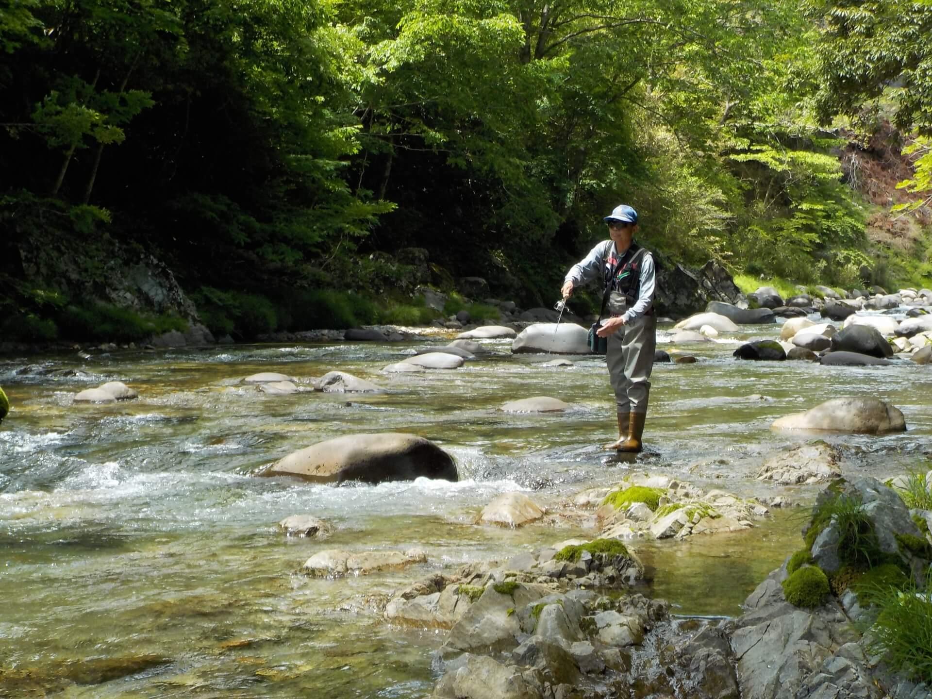 釣りをしている男性