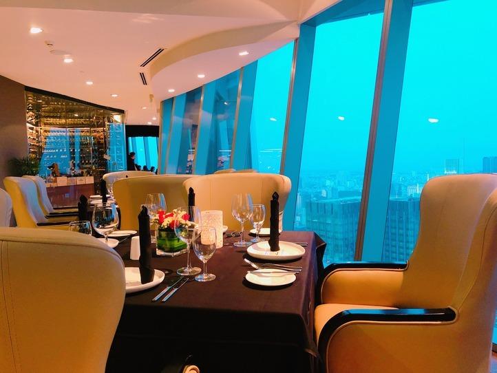 地上約200mから眺める、素晴らしい景色が思い出に残るフレンチレストラン