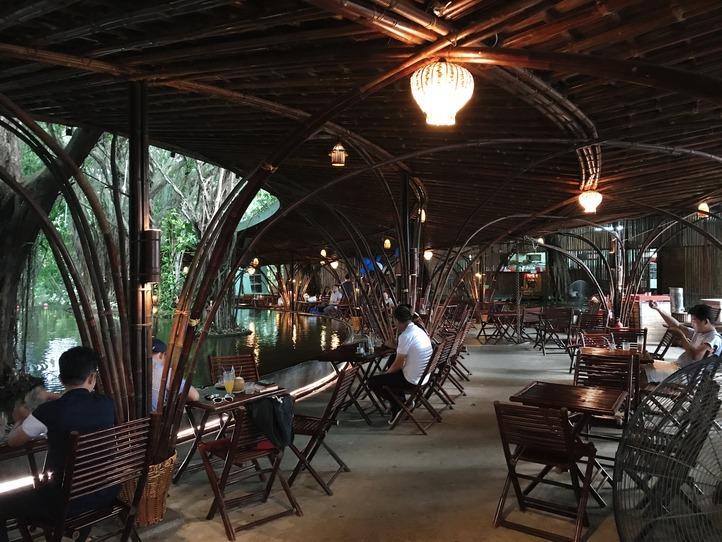 郊外の観光(レストラン、ショップ、エステ)