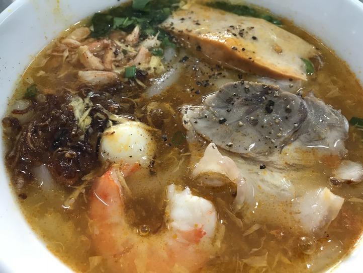 カニのうまみがしっかり詰まった麺料理!ベトナム名物、バインカンクア