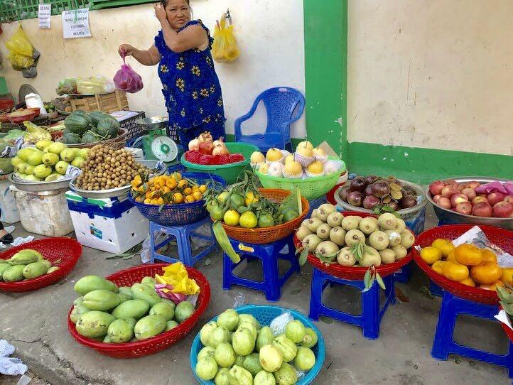 ホーチミンのローカル市場、ティゲー市場で食材探し&デザートタイム