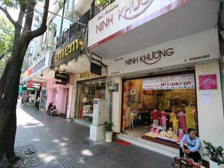 【2区】日本人デザイナーが手がけるカゴバッグ専門店
