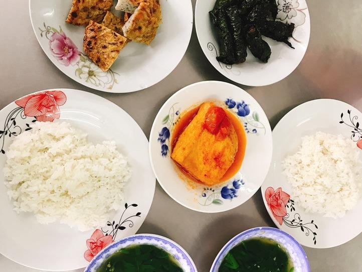 高島屋からすぐ!ベトナム式定食屋さんでベトナムランチに挑戦〜Com Ba Ca
