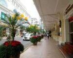 マテリアル カフェ ベトナム コンチネンタルホテルを右手に歩いてください。