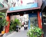 【閉店】フローウィングサロン&スパ 写真の路地の入口を見つけてください