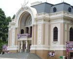 ユリスパ ホーチミン中心、市民劇場からスタートです!