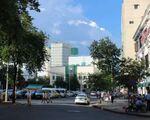 ギースアン 市民劇場とカラベルホテルの間の道を進みむと、ハイバーチュン通りに当たります