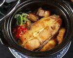 ギースアン 川魚、豚バラ肉、ニンニク、玉ねぎの煮物