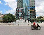 タイム・ビストロ 正面は東西に走る幅広い大通り「グエンフエ(Nguyen Hue)通り」です。こちらを左に曲がってください