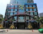 ゴックチャウガーデン シティバンク銀行の支店がある高層ビルが見えてきます