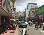 【閉店】マンゴーカフェ・ソアイ・ソアイ 露店が並ぶ、左側(西側)の歩道を歩きます