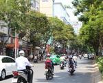 コンカフェ(ブイビエン通り店) バックパッカー街へと入ります。右手には公園、左手にはツアーデスクやカフェレストランが並んでいます