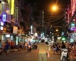 コンカフェ(ブイビエン通り店) 夜のブイビエン通りは多くのバックパッカーでにぎわっています
