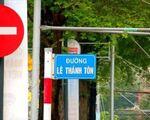 コンカフェ(リートゥーチョン通り店) レタントン(Le Thanh Ton)通りの交差点をさらに直進してください