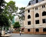 シタデルサイゴン 市民劇場の脇を歩きます