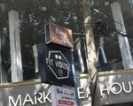 【閉店】ボンレストラン 一本路地に入ります。入口頭上にある店看板を確認しましょう