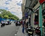 ブンダウ・ホームメイド レライ店 右手には、かばん屋や旅行会社がたくさんあります。