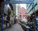 芽吹スパ チューマンチン通り(Chu Manh Trinh)を通り過ぎて50メートルほど歩くと、左手にアイスクリーム屋と路地の入口が現れます。