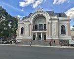 エミ・スパ 市民劇場(オペラハウス)から、スタート!約300メートルの道のりです。