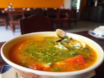 コリアンダー付き貝スープ