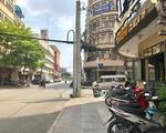 キュー・インドシン 横断歩道を渡り切ったら、左に曲がります。