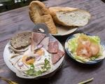キュー・インドシン ハム付きパン(朝食)
