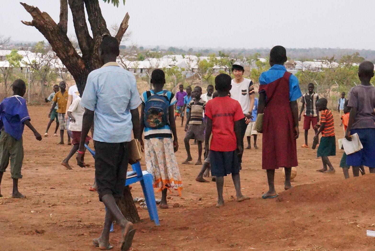 大学生がウガンダ北部の「南スーダン難民居住区」を訪れ、悲惨な状況を目の当たりにして