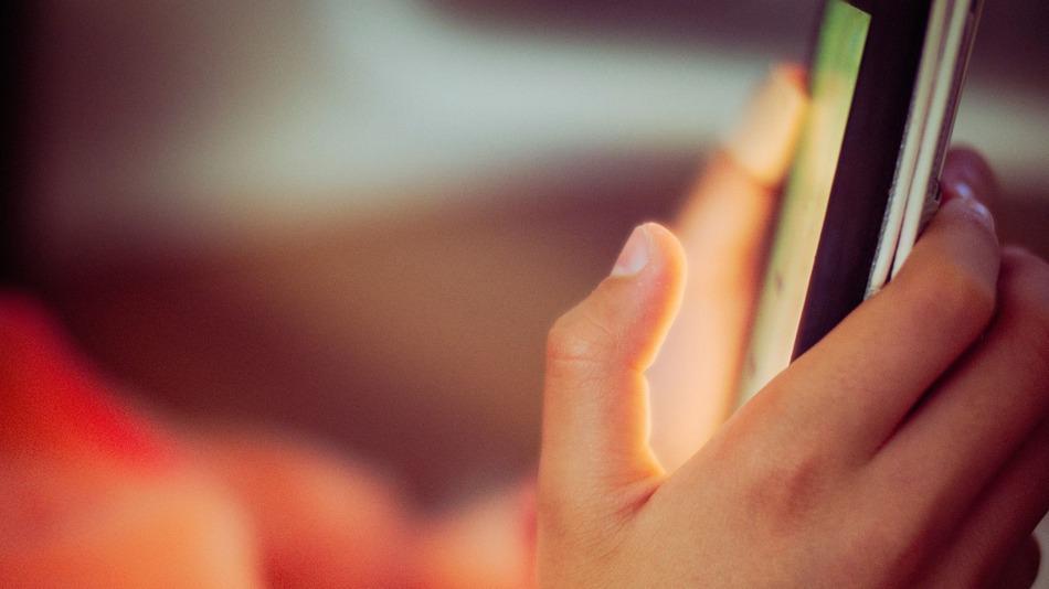 Snapchatが恋人間での暴力を堂々と話すためのプラットフォームに