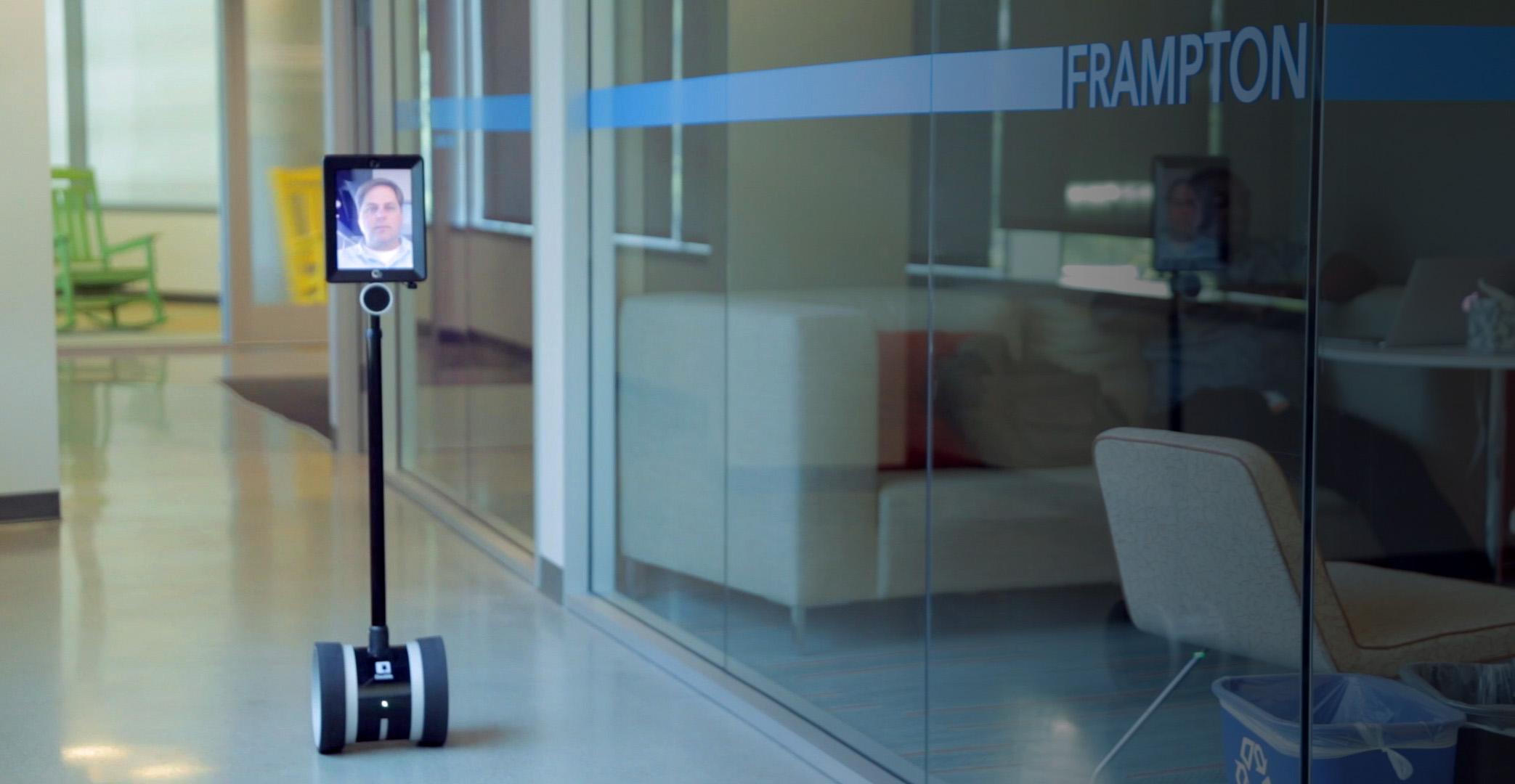 """""""どこでもドア""""が現実に?「分身ロボット」が自由に外出できない難病の子供を救う"""