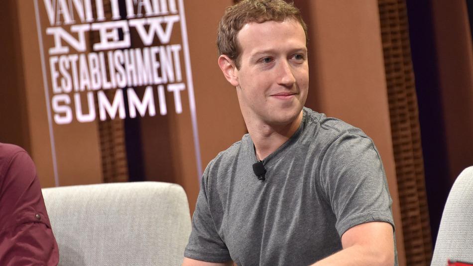 Facebook・CEOザッカーバーグが公立高校の高速インターネット環境のために20億円を寄付!