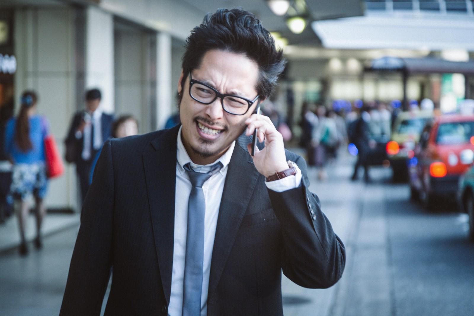 英語の電話を受け取ったら...電話対応で使えるビジネス英語フレーズ集
