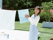 洗濯機を回したり、取り込んだり。お母様の家事手伝いです。