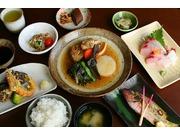 奄美の郷土料理ディナーコース一例です。