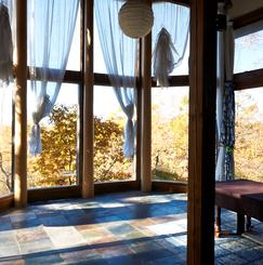 アーティスト・クリエイターのための、アトリエ付高原のシェア・リゾートハウス