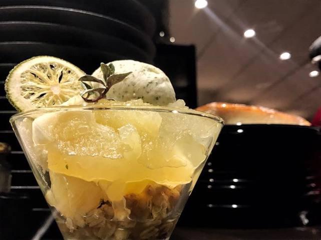 柑橘とヨーグルトムースのパフェ 大葉のジェラート