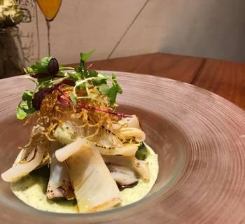 軽く炙ったアオリイカと夏野菜の冷製 バジル風味のヴィシソワーズソース
