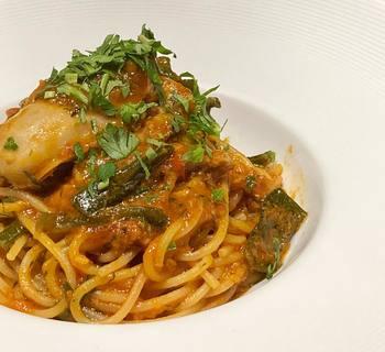 牡蠣とアンチョビ・トマトソースのスパゲッティ